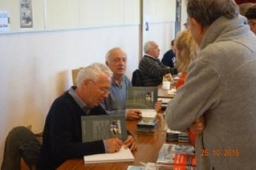 """Au salon du livre de Pont-Croix, les auteurs """"la main à la pâte"""""""