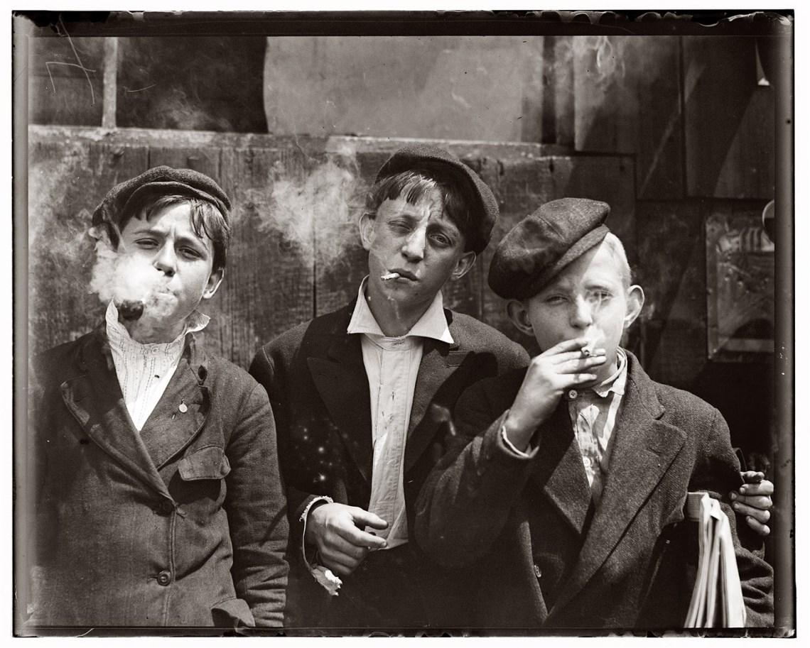 newspaperboys1910