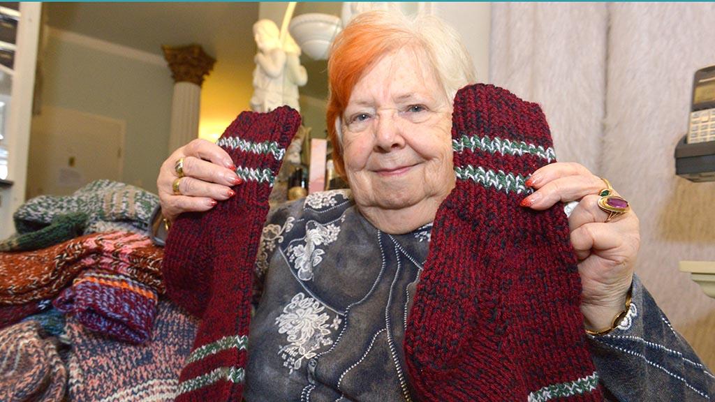 300 Paar selbstgestrickte Socken für Obdachlose