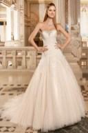 Bodenlanges weißes Bustier-Brautkleid