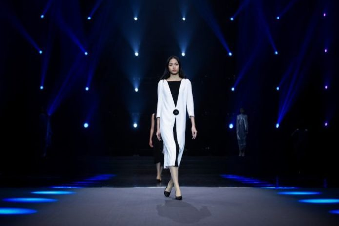 Pierre Abendkleider in Schwarz-weiß