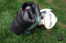 Grössenvergleich: Der Ball gehört nicht zum Lieferumfang