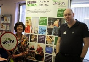 """UNISON activists at Gordon House tell staff """"You're worth it!"""""""