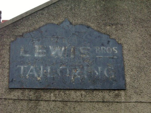 Lewis Bros Tailoring ghostsign, photo by Gareth Morlais, AbergelePost.co.uk