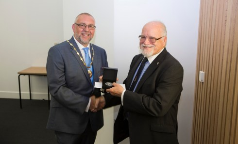 IBMS President Ian Sturdgess (left) and John Hepworth of Abergle (right)