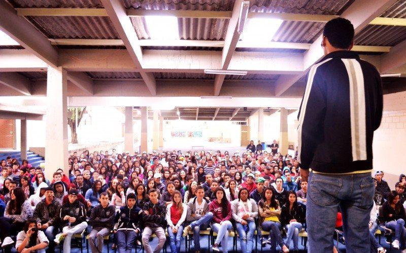 Foto de uma palestra organizada pelo Instituto Gerando Falcões