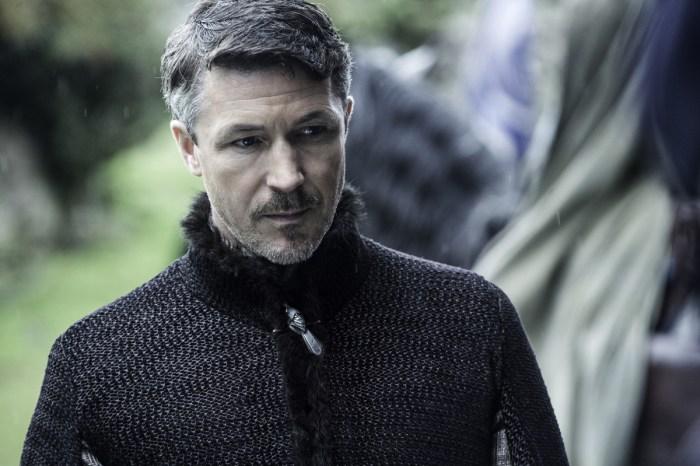 Foto de uma cena da série Game of Thrones com o personagem Petyr Baelish