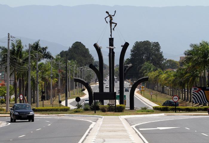 Rodovia em Pindamonhangaba. representando abrir empresa em Pindamonhangaba - Abertura Simples