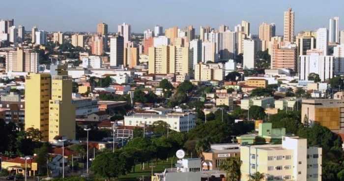 Foto dos prédios da cidade, representando a contabilidade em dourados