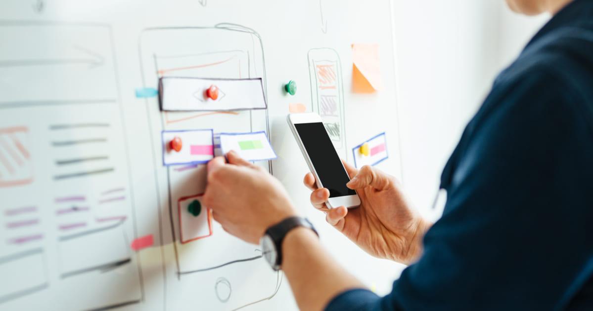 foto de uma pessoa criando um aplicativo, representando o aplicativo para sua empresa