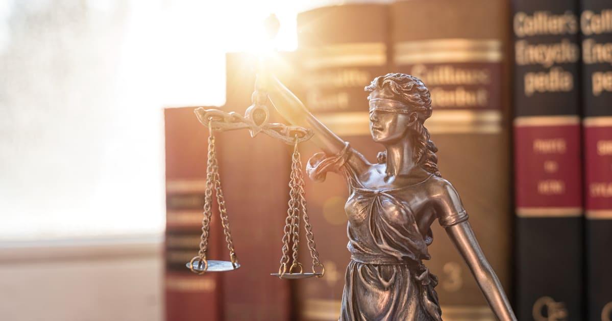 Imagem do símbolo da justiça para remeter o empreendedor que vai abrir um escritório de advocacia