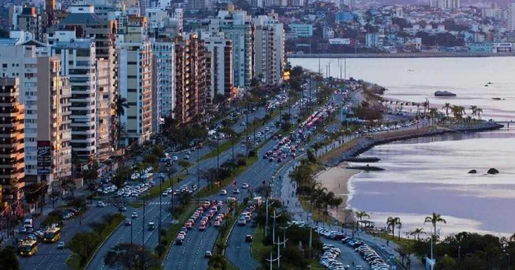 Foto de avenida principal da cidade, representando como abrir empresa em Florianópolis