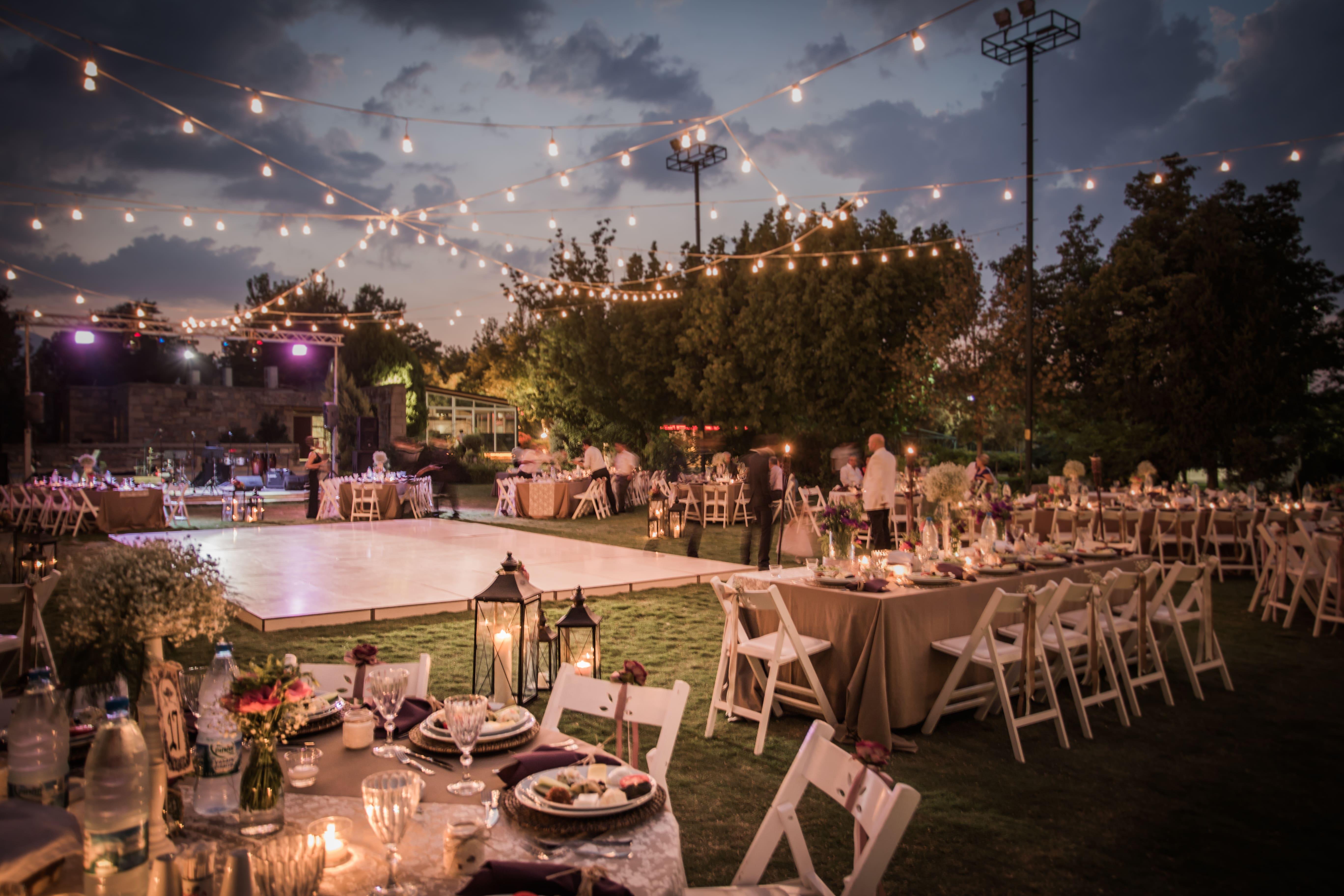 Imagem de um espaço decorado para uma festa de casamento para remeter ao empreendedor que deseja montar um serviço de cerimonial