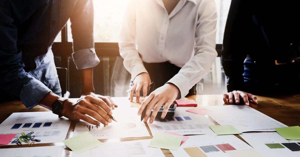 foto de pessoas realizando um planejamento estratégico na empresa