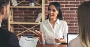 conduzir a entrevista de emprego para a sua empresa