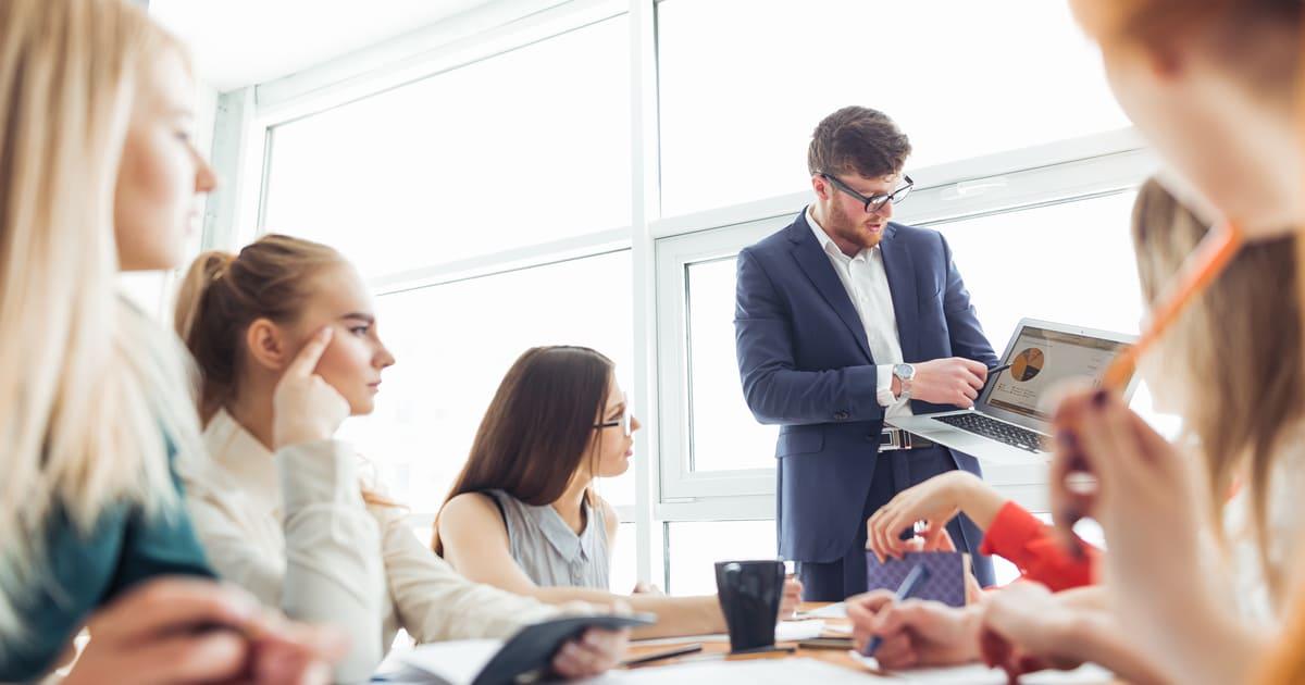 Imagem de uma equipe se preparando para as mudanças para inspirar quem deseja saber como automatizar os processos de trabalho