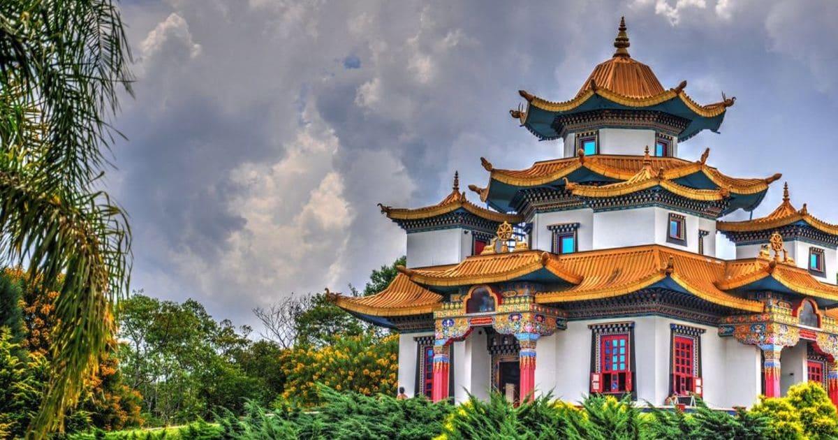 foto de templo da cidade, representando a contabilidade em três coroas