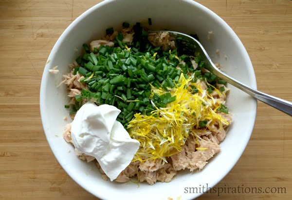 Tuna Salad with dandelion ingredients