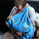 <!--:en-->Breastfeeding in public – How to make a breastfeeding bib<!--:--><!--:nl-->Borstvoeding geven in het openbaar – Hoe maak je een borstvoedingsdoek<!--:-->