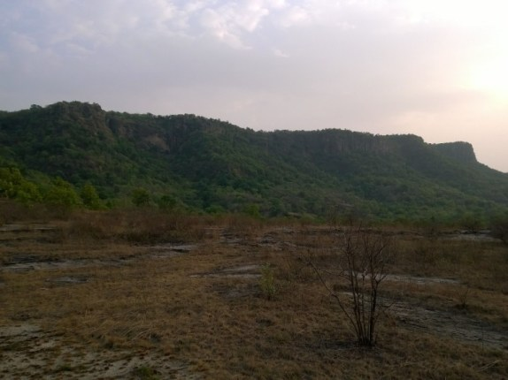 These imposing mountains house the ruins of the Bandhavgarh fort