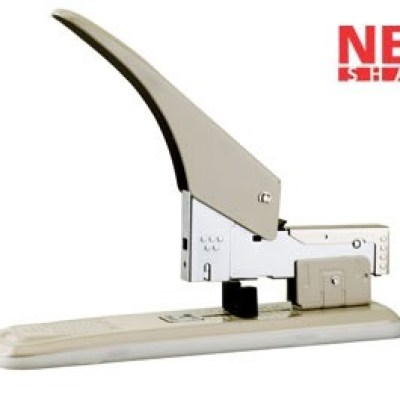 All metal construction  Adjustable paper guide that can be used for jam clearing  Rubber base to avoid desk top from scratches  Rear loading  Rotating anvil for different staple sizesStaple use :23/6 - 23/24Loading Capacity:100 StaplesStapling Capacity:21