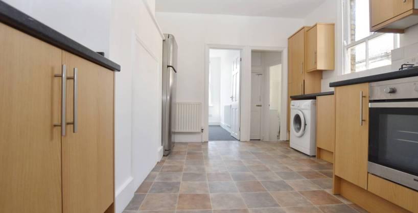 2 Bedroom Maisonette, Richmond Road, Leytonstone, E11 4BS