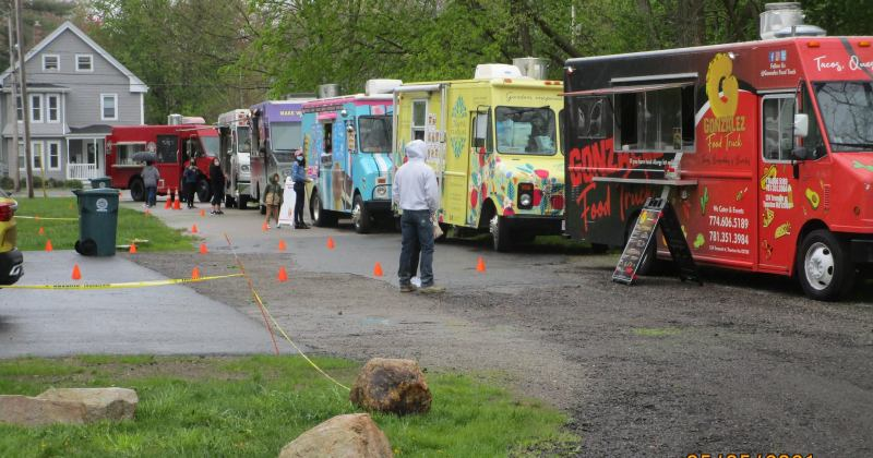 Food trucks at Griffin's Dairy