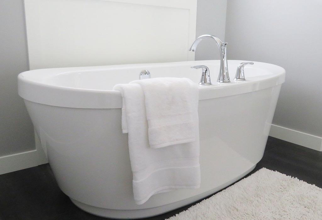 El baño. RAYMOND CARVER