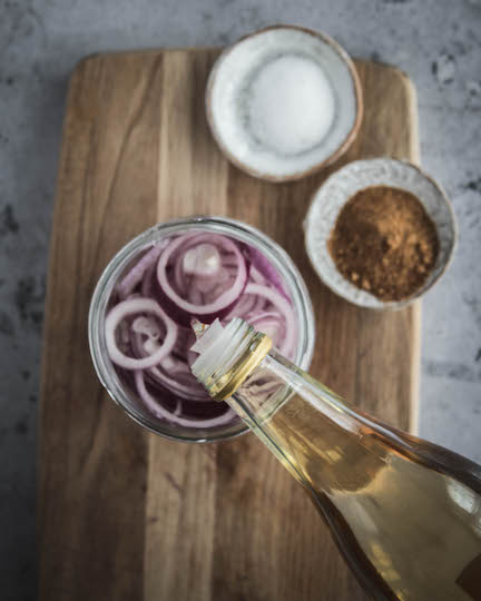 how to make quick pickled red onions