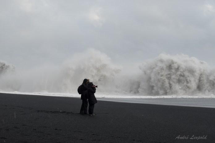 Die beiden Leute kurz vor der Welle