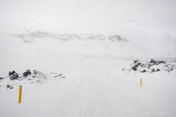 Straße auf dem Rückweg, es hatte noch ein wenig geschneit
