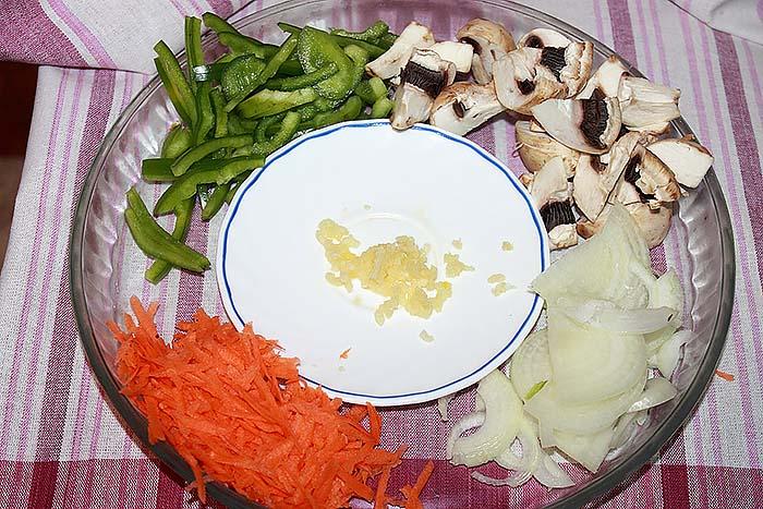 нарезка для фунчозы с шампиньонами и овощами