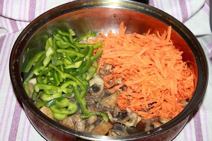шампиньоны морковь перец
