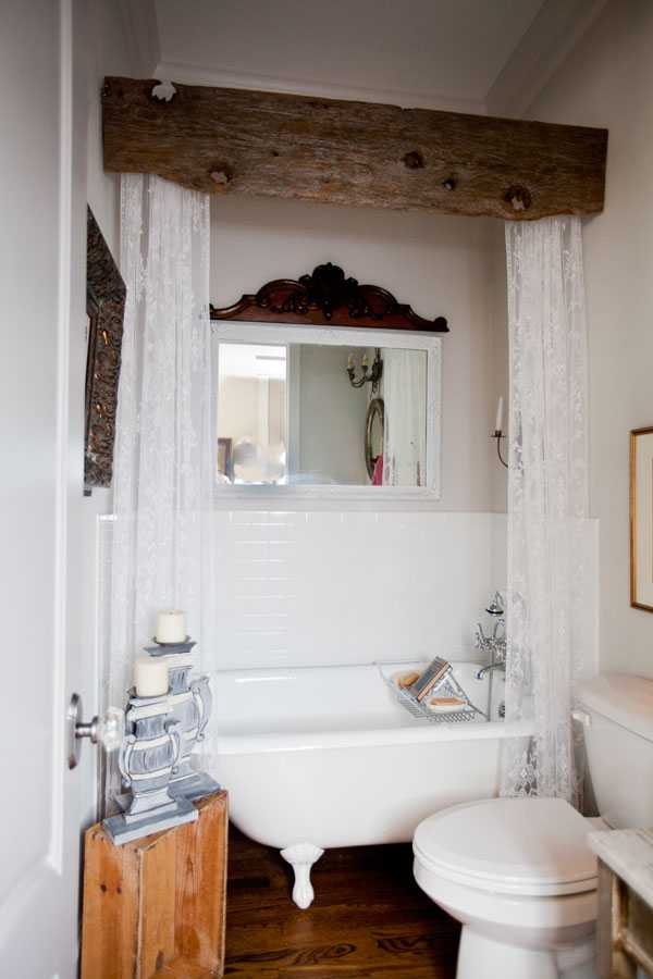 Cedar Hill Farmhouse, 20 Best Farmhouse Bathrooms. #ABlissfulNest #InteriorDesign #Decorator #Stylist #Blissful #HappyHome #designtips #Farmhouse #FarmhouseDecor #farmstyle #farmdecor