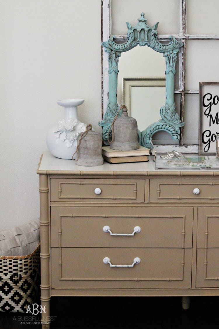 Follow this simple tutorial on how to use chalk furniture paint to makeover a piece of furniture. Such a gorgeous chalk furniture paint dresser makeover by A Blissful Nest. https://ablissfulnest.com/ #chalkfurniturepainttutorial #chalkfurniturepaintmakeover #dresser #furnituremakeover #bedroomideas