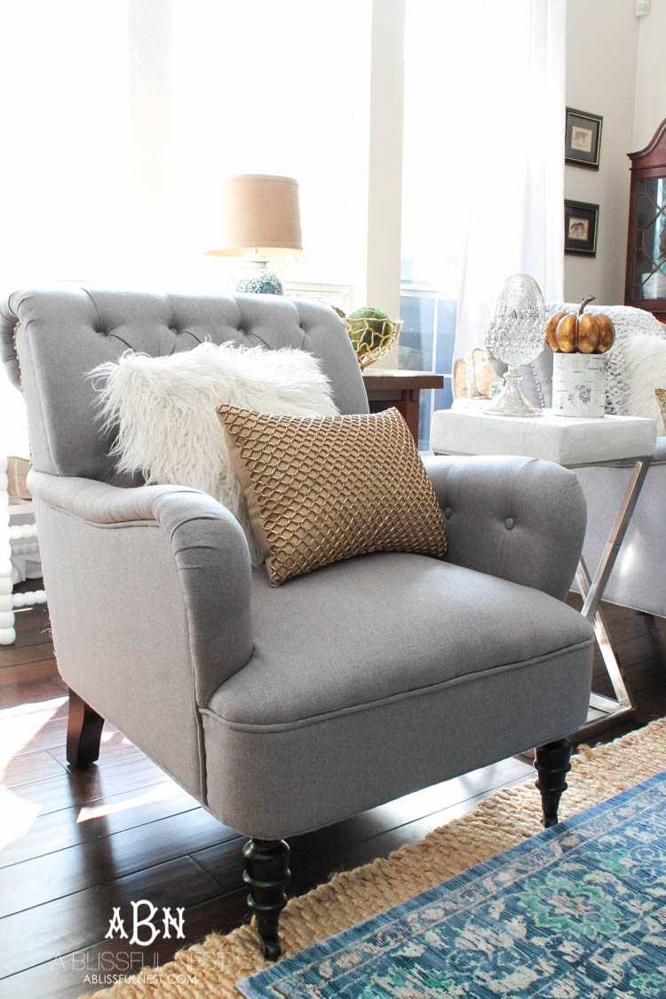 Get these tips to transition your living room from summer to fall décor. This fall living room makeover has tons of ideas to get your home ready for the fall season! See more on https://ablissfulnest.com/ #falldecor #falldecorideas #ad #Pier1Love