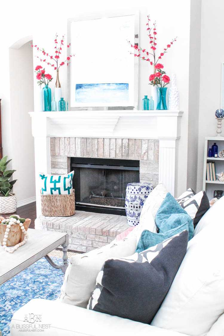 Gorgeous spring living room refresh full of blues!