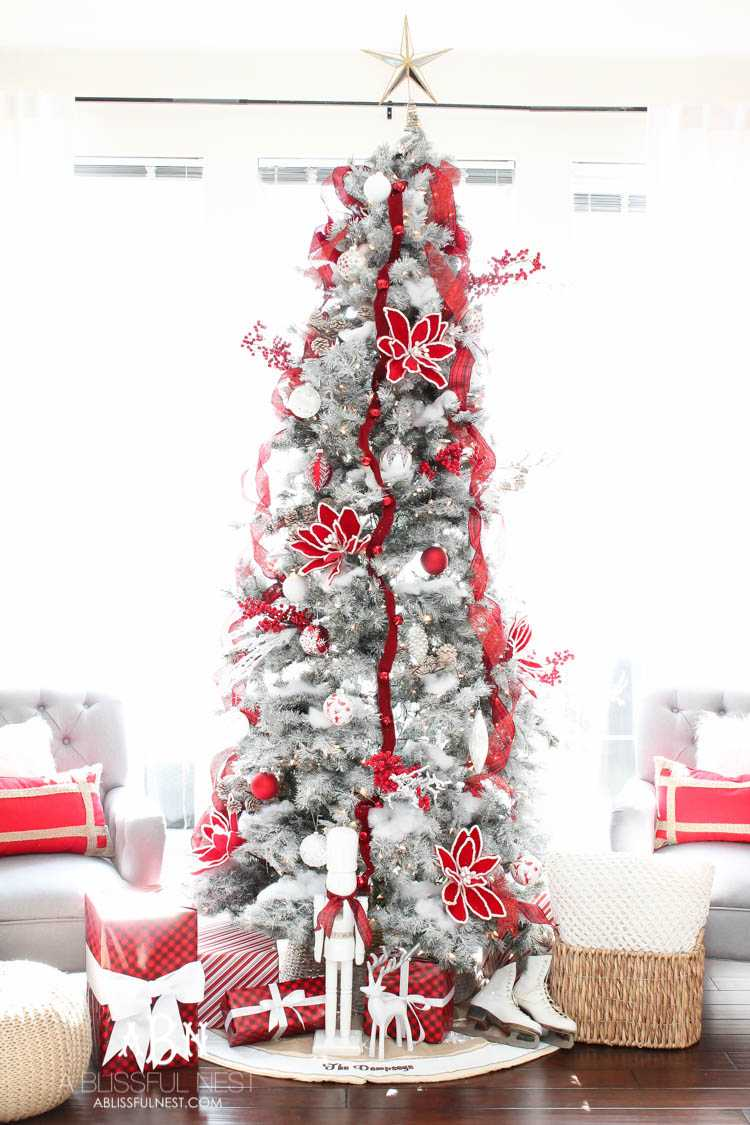 Red and White Christmas Tree Décor