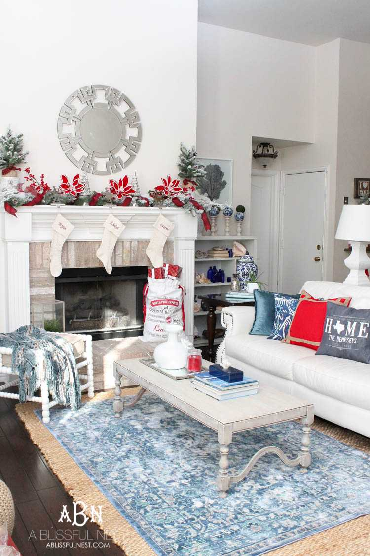 These are such great tips to personalize your home for the holidays and make your home cozy for the winter!! See more on https://ablissfulnest.com/ #christmascraft #holidaytabledecor #christmasdecorating
