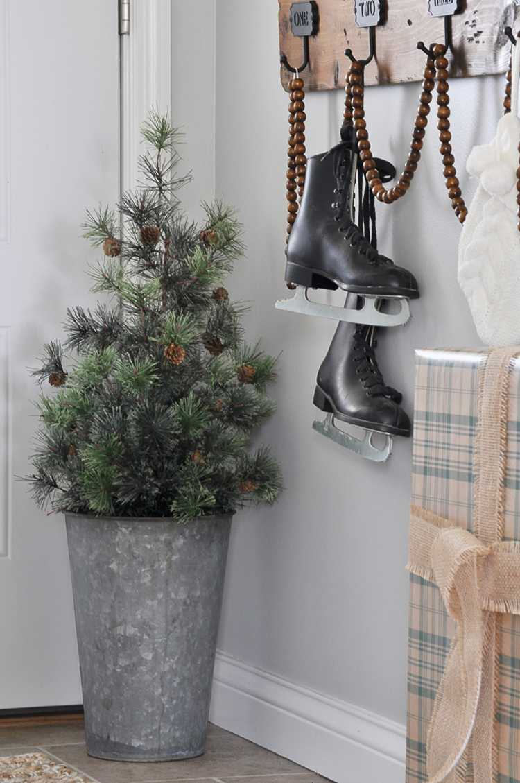 Looking for some great rustic Christmas decor ideas? This post is full of ideas on how you can trade in your colorful decor for a neutral palette. See more at https://ablissfulnest.com/ #Christmas #RusticChristmas #NeutralDecor