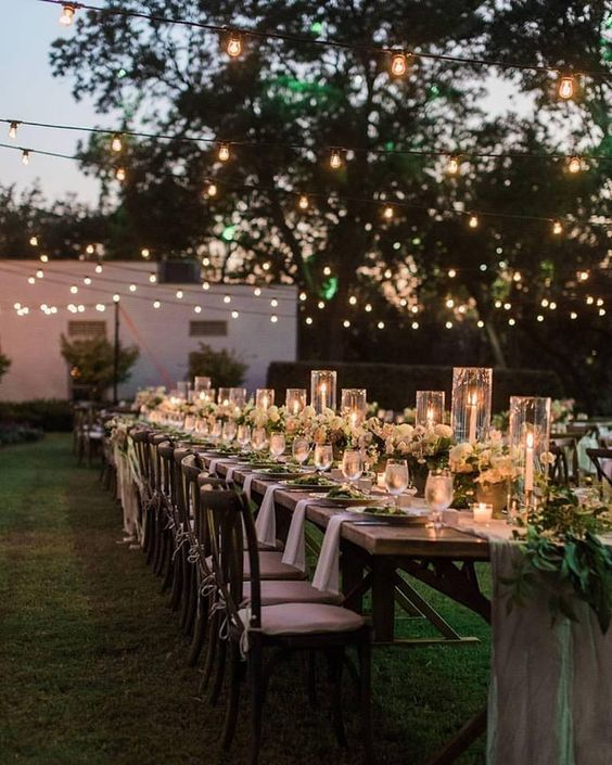Easy tips to follow for a perfect summer table setting for evening or morning brunches this summer. For all the ideas visit https://ablissfulnest.com/ #outdoorliving #summerentertaining