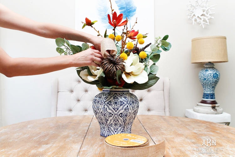 This is such a beautiful and simple DIY fall centerpiece idea for the fall! I love this easy tutorial to follow! #ad #HobbyLobby #HobbyLobbyStyle #HobbyLobbyFinds #falldecorating #falldecor