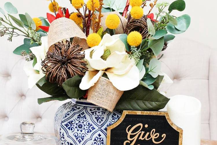 This is such a beautiful and simple DIY centerpiece idea for the fall! I love this easy tutorial to follow! #falldecorating #falldecor