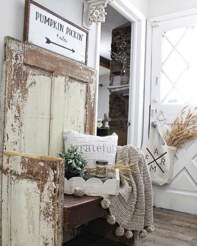 Adore this fall entryway by Pink Ribbon Cottage. Grab the best fall entryway ideas on https:ablissfulnest.com/ #falldecor #falldecorating #fallentrydecor