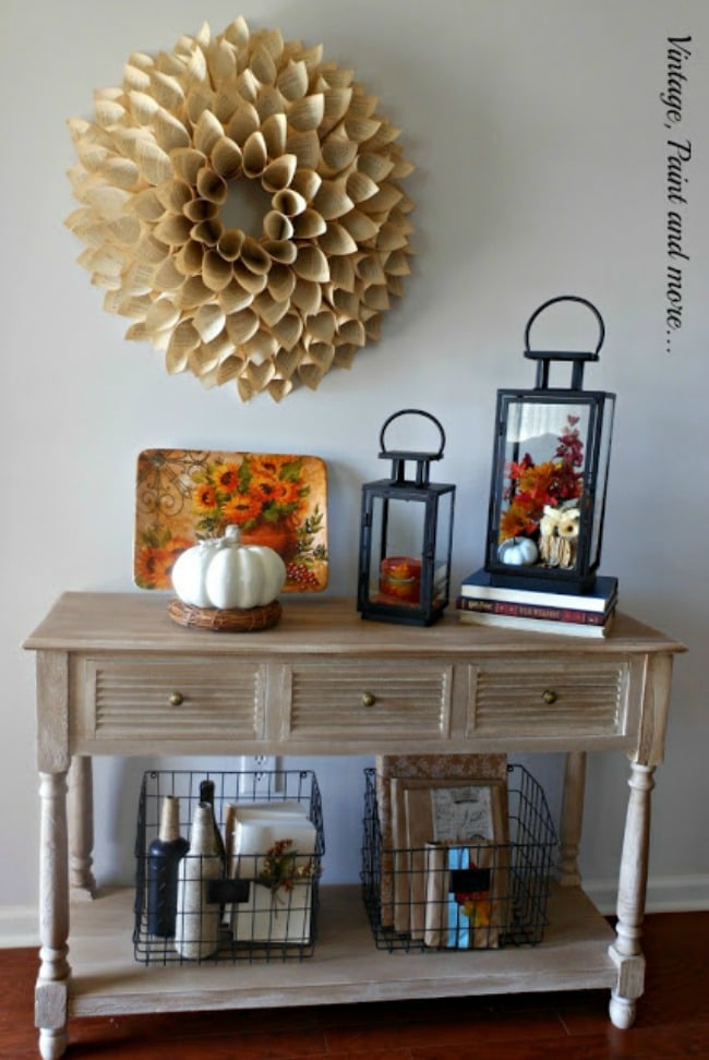 Adore this fall entryway by Vintage. Grab the best fall entryway ideas on https:ablissfulnest.com/ #falldecor #falldecorating #fallentrydecor