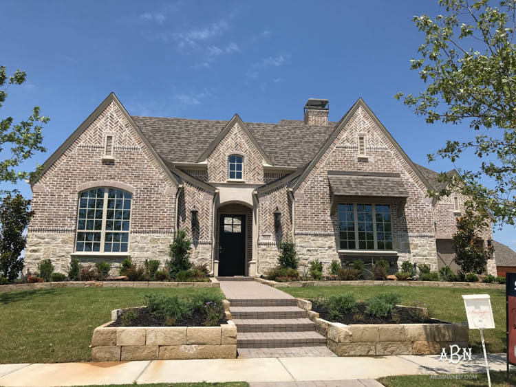 How To Choose Brick Or Stone For Your Home: A Guide