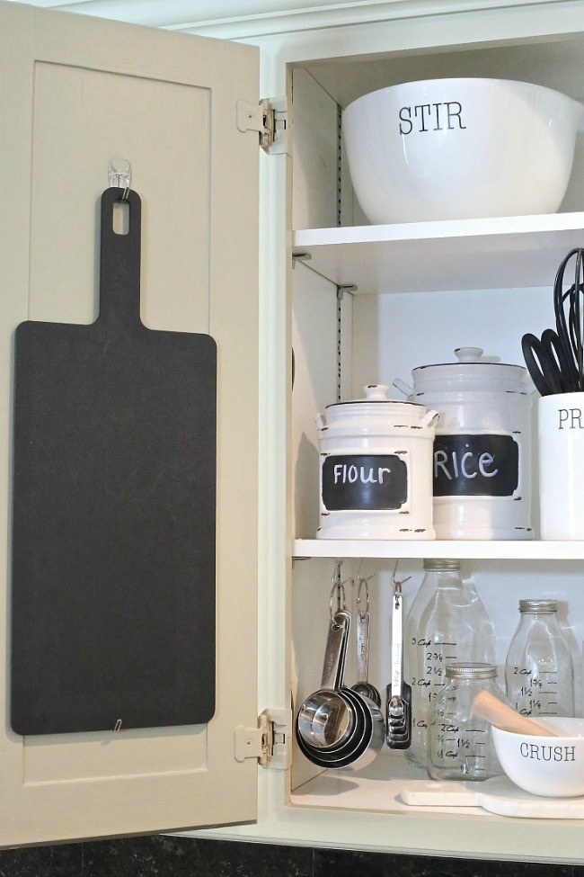 Do all the things you dream of doing when it comes to organizing the kitchen with Command. The Creativity Exchange, 15 Things to do with Command Hooks in your Home