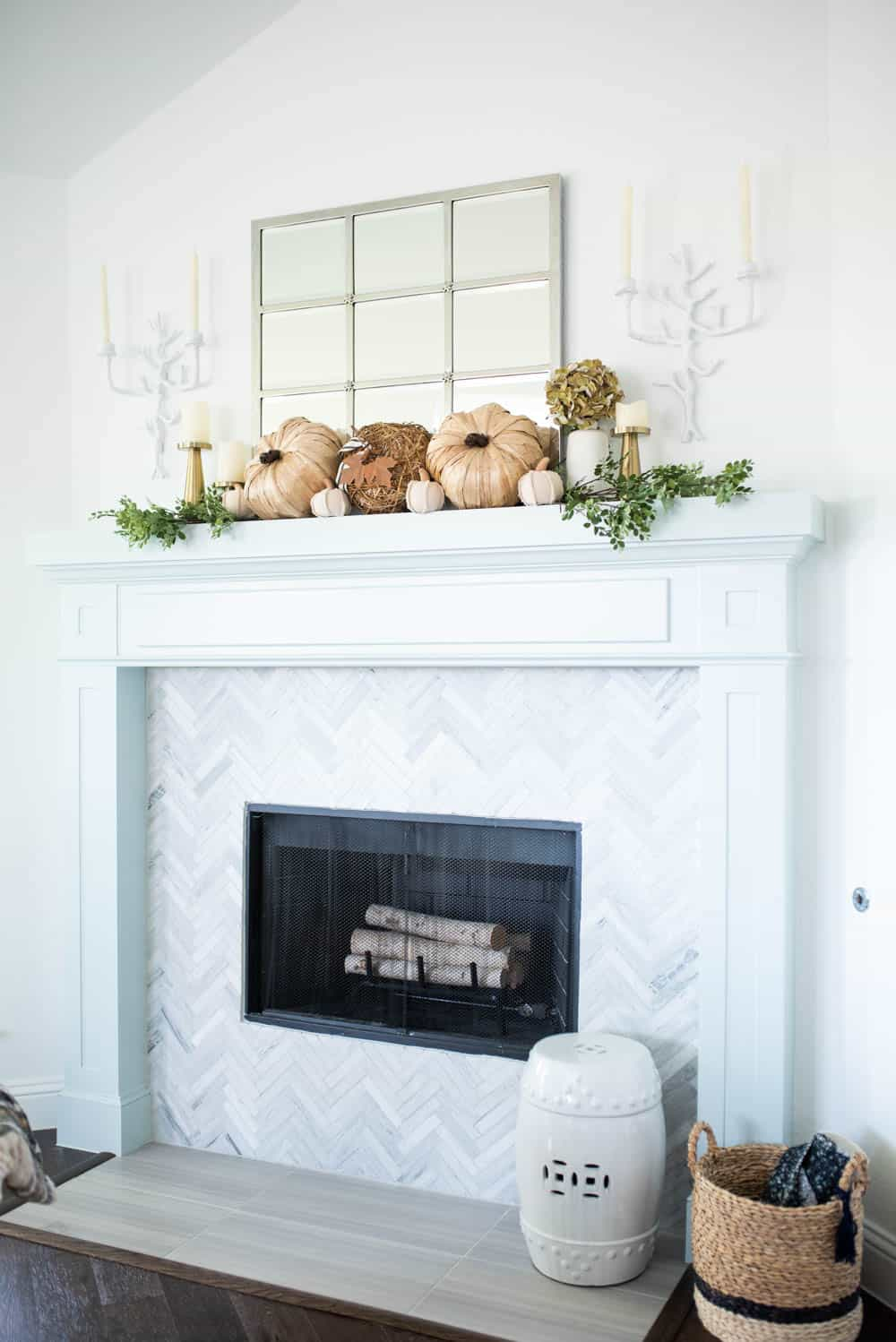 25 inspiring fall mantel decorating ideas a blissful nest - How to furnish a small bedroom ...