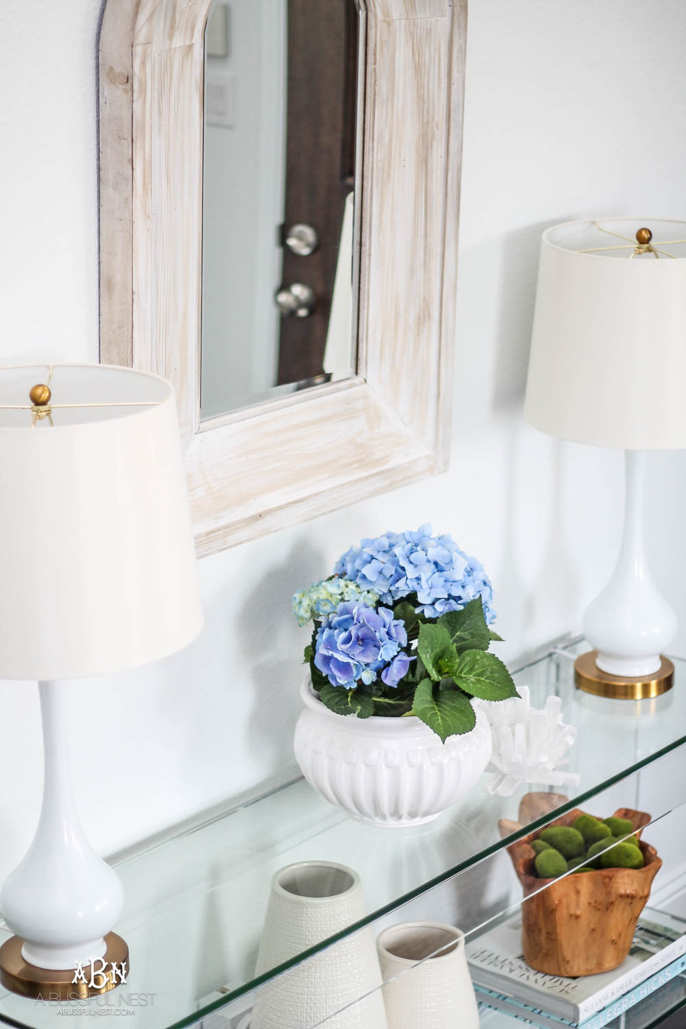 These beautiful hydrangeas really make for effortless spring decorating! #ABlissfulNest #springideas #springdecor