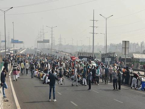 किसान विरोध: टिकरी सीमा पर गीत-नृत्य, और नशा करने पर प्रतिबंध, कहा; सरकार द्वारा हमे बदनाम करने की चाल